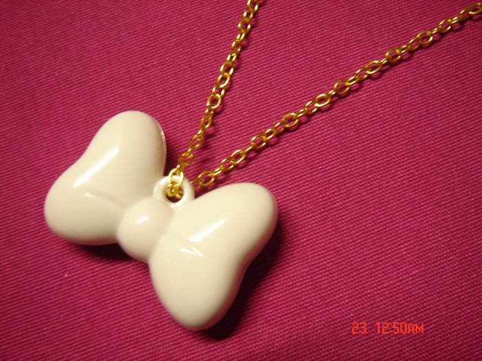 2009 NEW Ribbon Acrylic choose Gold or Silver Necklace**FREE SILVER COTTON GIFT BOX