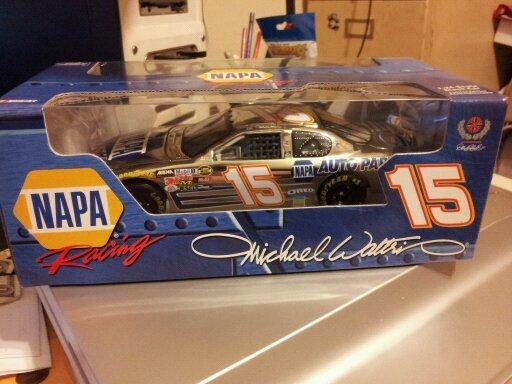 Action 1:24~~Michael Waltrip 2005 Napa Die Cast Car~NIB
