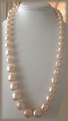 Vintage ICE PINK FAUX PEARL STRAND NECKLACE Used DRAMA QUEEN