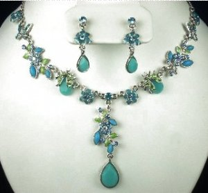 NECKLACE EARRING SET AQUA BLUE BEADS & CRYSTALS New