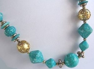 VINTAGE BEAD NECKLACE AQUA BLUE TEAL & GOLD TONE 22 in.  Used