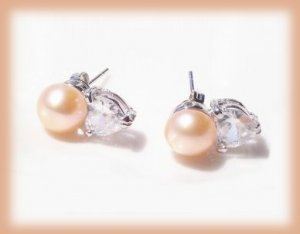 PETITE PEACH FRESHWATER PEARL EARRINGS w/CLEAR HEART CZ New