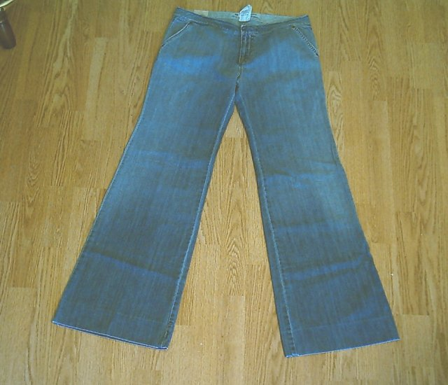 GAP ULTRA LOW RISE FLARE JEANS-SIZE 8-32 X 33-NWT NEW