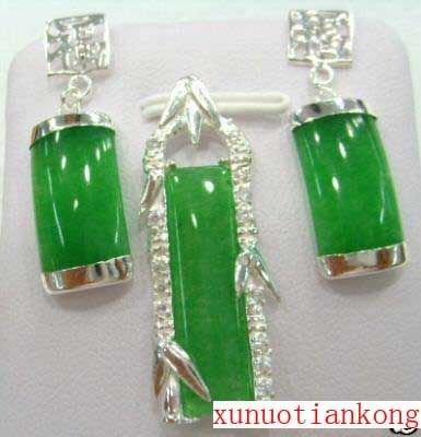 Nice green jade carved earrings pendant set