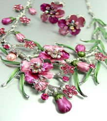 Pink Crystals Floral Necklace Set 1N226147