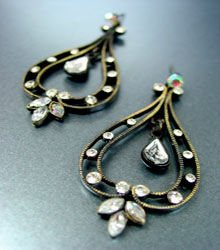 Antique Clear Crystals Dangle Earrings 1E0805667