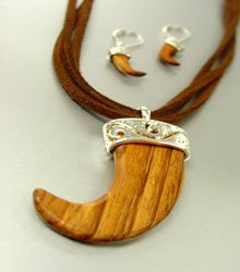 Natural Wood Horn Suede Necklace Set