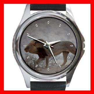 Lion Hunting Animal Round Metal Wrist Watch Unisex 078
