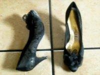 VTG. LIFESTRIDE BLACK/GOLD SATIN FLORAL DRESS SHOES