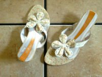 KENZIE SYBILLE CREAM LEATHER FLOWERED THONG SANDALS