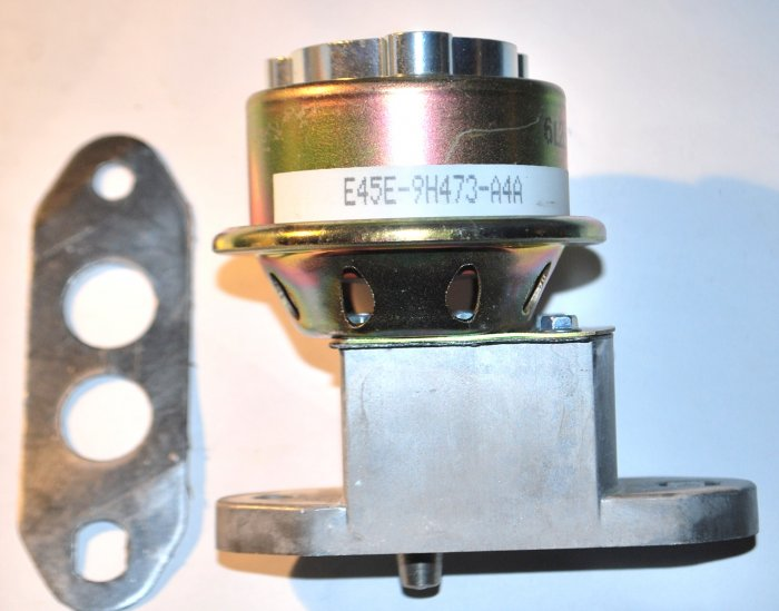 EGR VALVE MUSTANG LTD CAPRI 302 1984 1985 LINCOLN 302 COUGAR 1984 NEW FORD DEALER PART