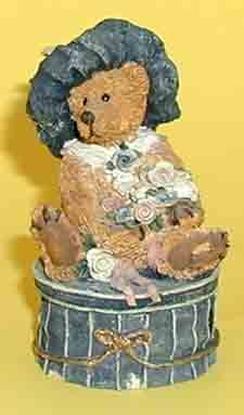 Boyds Bears    Victoria the Lady     #2004    Collectible Figurine
