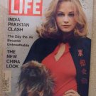 1971 Dec 10 Life Magazine Cybil Shepherd. Jackie Kennedy. Pakistan India War