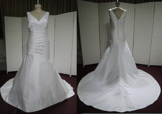 #LE1101 - V Neck Wedding Dresses for Plus Size Women
