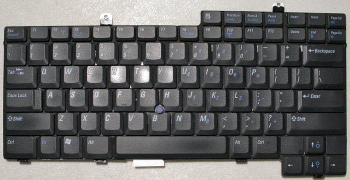 DELL INSPIRON 8500 8600 D800 500M 600M KEYBOARD 1M745 / 01M745