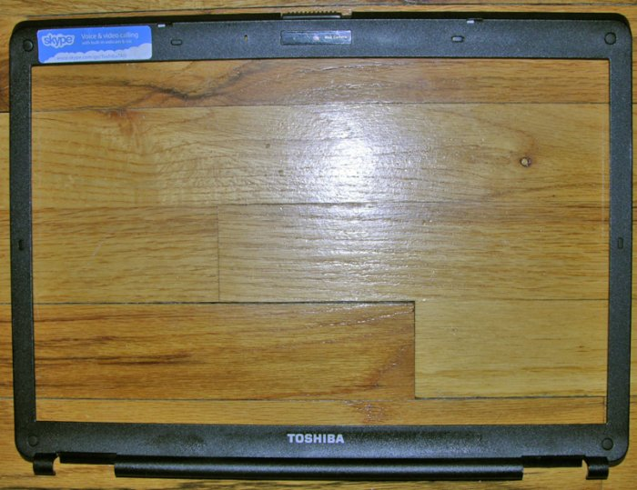 "OEM TOSHIBA SATELLITE L305 L305D 15.4"" LCD BEZEL V000130010"