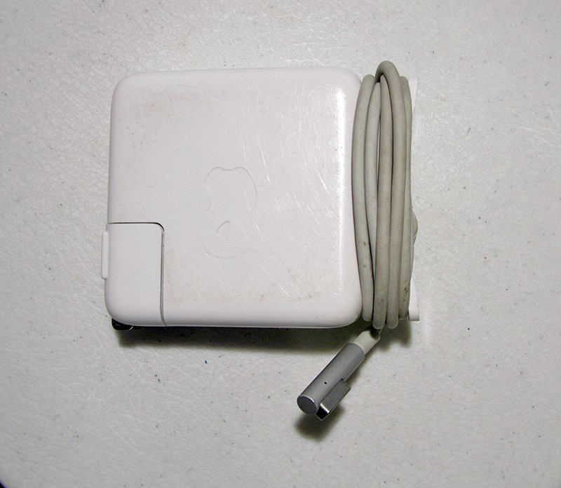 "Used Macbook Pro Charger: GENUINE OEM MACBOOK PRO 13.3"" UNIBODY A1278 MAGSAFE POWER"