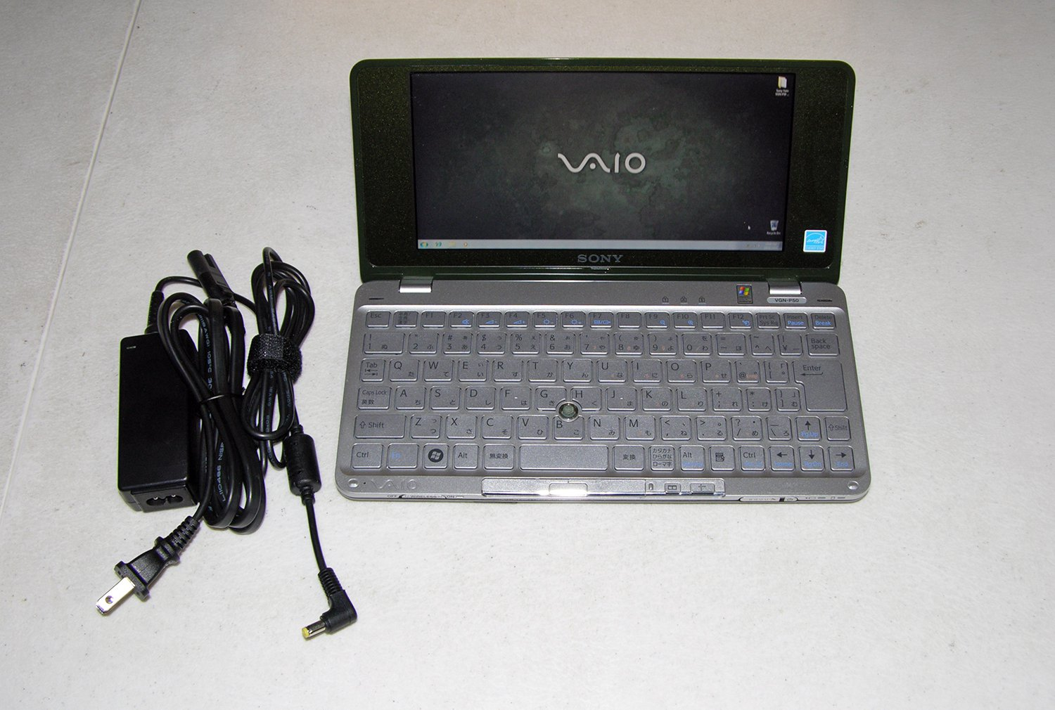 Sony Vaio P Lifestyle Pocket PC VGN P50 Intel Atom 1.33Ghz 80GB HD 1GB Ram UMPC