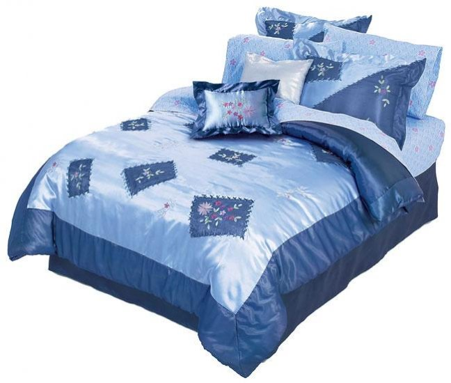 Ribbon Walk Comforter Set