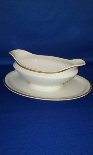 W.H. GRINDLEY AND CO. 'THE MARENGO' GRAVY BOAT AS SHOWN