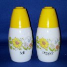 VINTAGE SALT AND PEPPER SHAKERS SET KITCHEN TABLEWARE