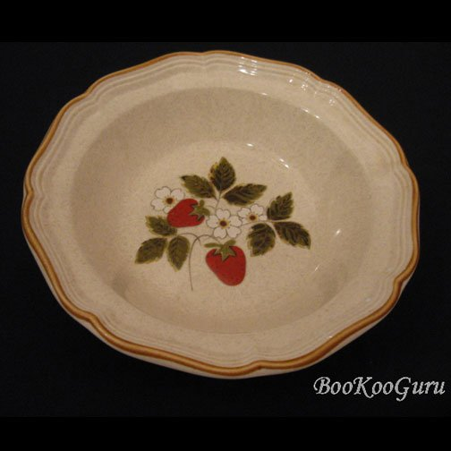 Mikasa STRAWBERRY FESTIVAL Serving Bowl, Mikasa Pottery,Perfect Condition