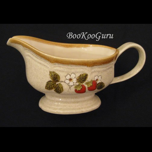 Mikasa STRAWBERRY FESTIVAL Gravy Boat with Saucer, Mikasa Pottery, Perfect