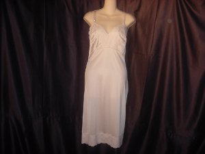 Dixie Bell vintage full slip large beige lacy whole slip  42