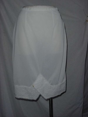 Beverly Vogue White half slip Vintage lace hem 30 waist S L A