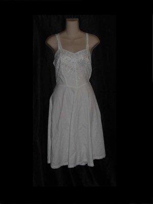 Artemis vintage Eyelet Cotton full slip Vintage size 34 S L A 2