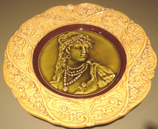 Outstanding European Majolica Cameo Figural Plate