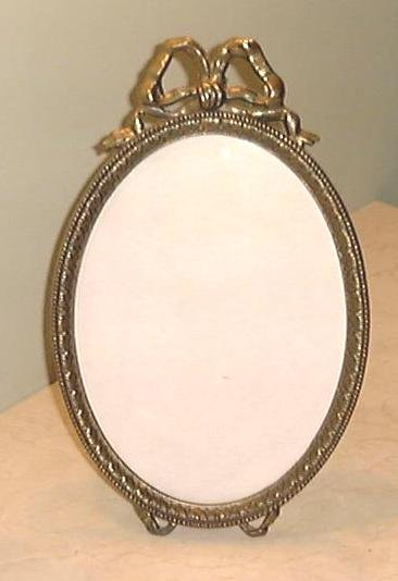 LOVELY LARGE OVAL PICTURE FRAME With RIBBON DETAIL