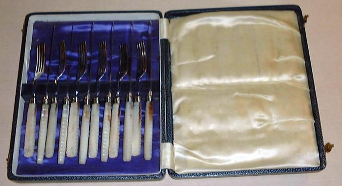 Fancy 12 pc Victorian Mother of Pearl Cased Set Knives & Forks