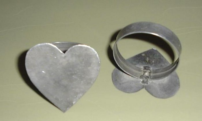 GREAT PAIR VINTAGE TIN HEART NAPKIN RINGS-COUNTRY CHIC!