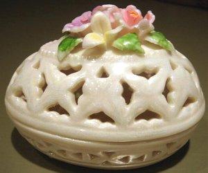 New Porcelain Trinket Box Cream Lattice Egg & Flowers