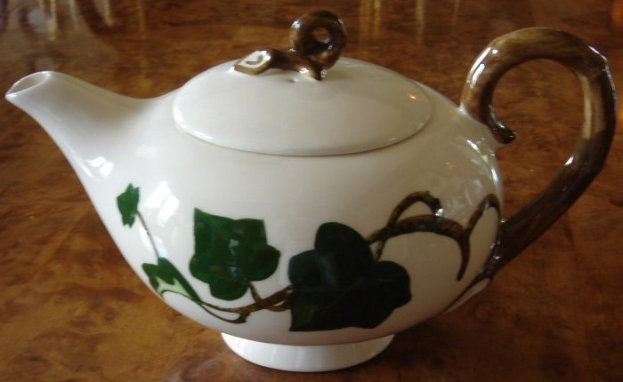 Vintage Teapot by Poppytrail Metlox California Ivy
