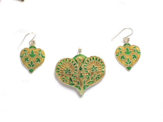 MN179       Enameled Pendant and Earrings Set in Sterling Silver