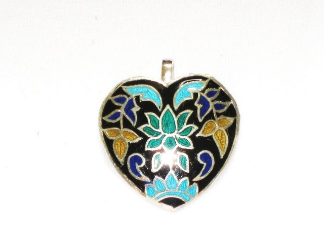 MN233       Enameled Pendant in Sterling Silver