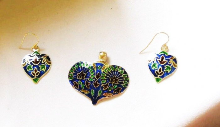 MN253       Enameled Pendant and Earrings Set in Sterling Silver