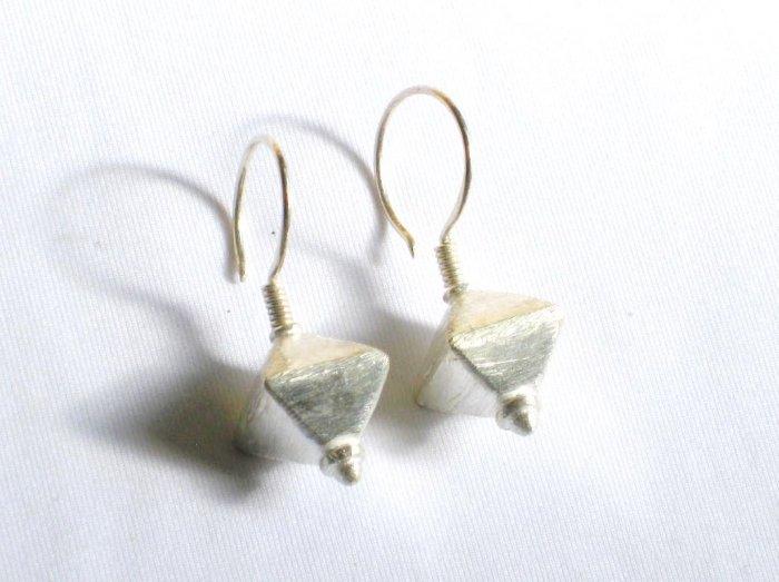 AQ090    Earrrings in Sterling Silver