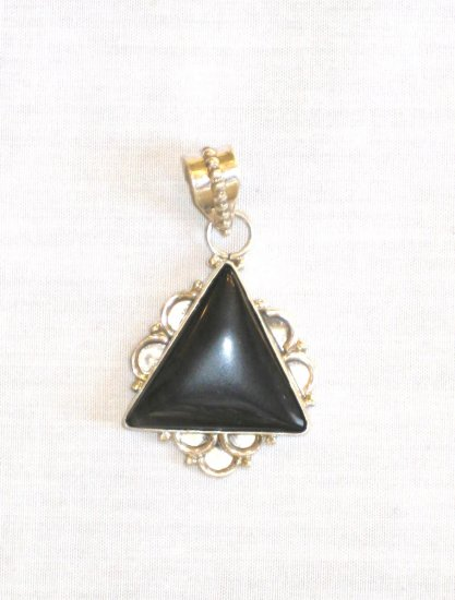 PN356 Onyx Pendant in Sterling Silver