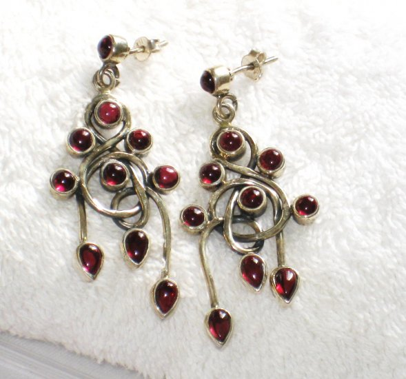 ER073 Garnet Earrings set in sterling silver
