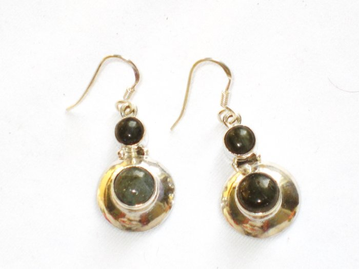 ER090 Labradorite Earrings set in sterling silver