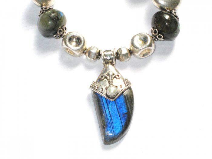 ST037 Labradorite Necklace in Sterling Silver