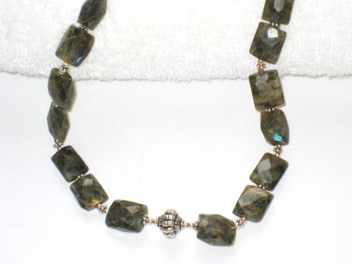 ST099 Labradorite Necklace in Sterling Silver