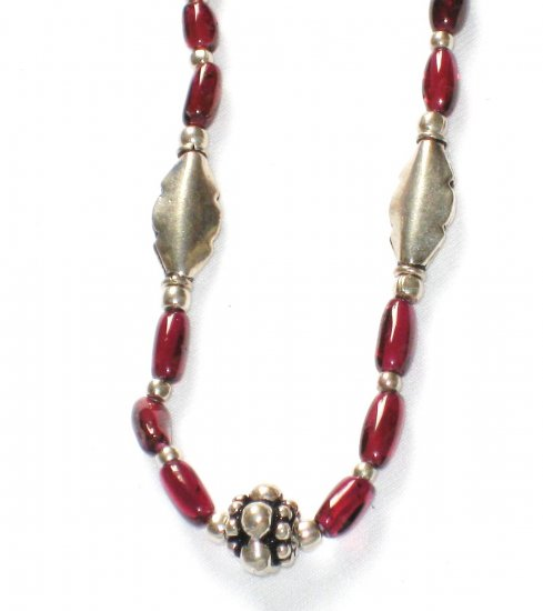 ST004 Garnet Necklace in Sterling Silver