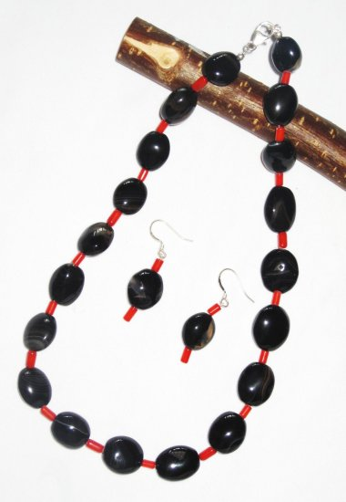 ST466 Onyx Necklace and Earrings in Sterling Silver