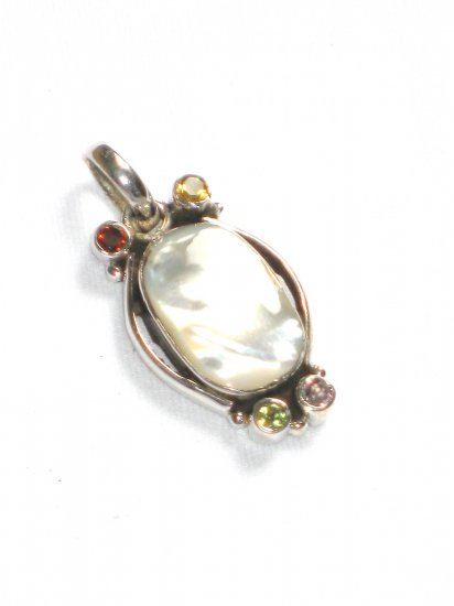 ST220 Mother of Pearl Pendant in Sterling Silver