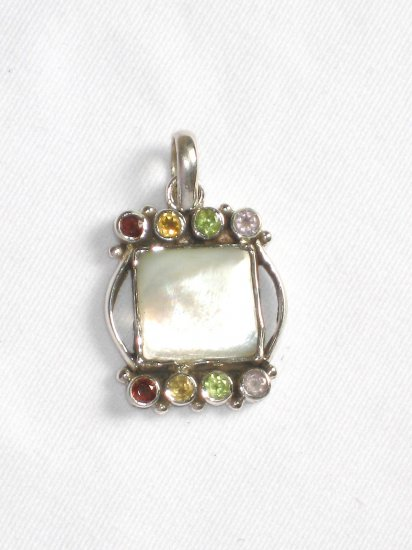 ST221 Mother of Pearl Pendant in Sterling Silver