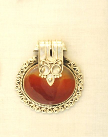 PN384 Agate Pendant in Sterling Silver